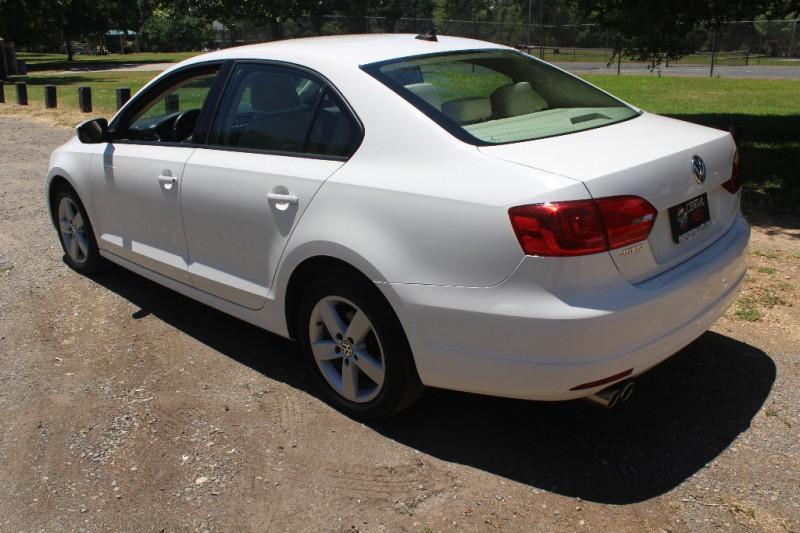 Volkswagen Jetta 2011 price $12,987