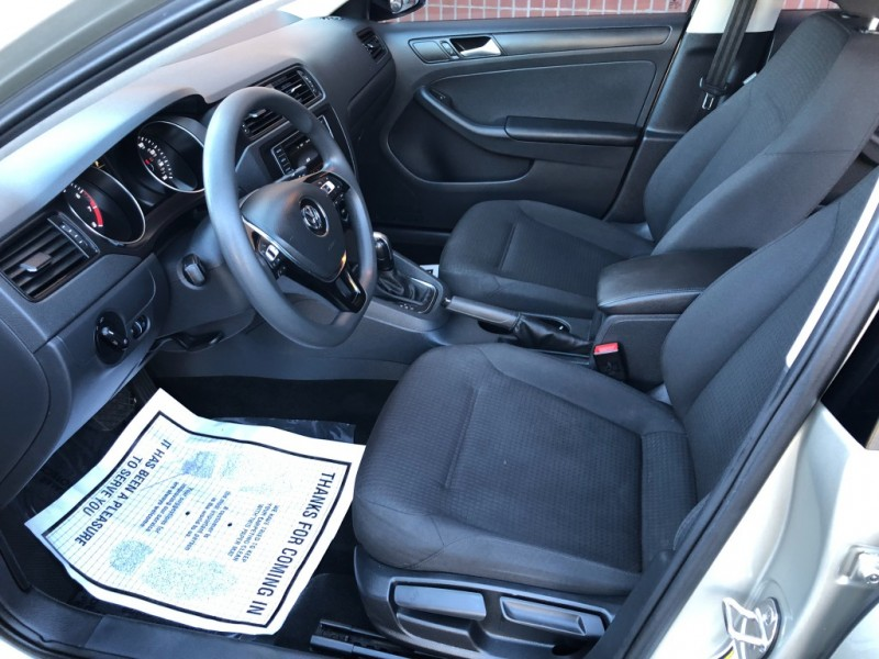 Volkswagen Jetta 2016 price $10,987