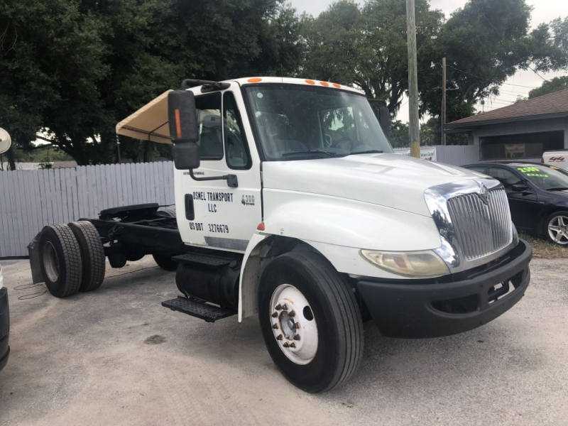 International 4300 2003 price $4,900 Cash