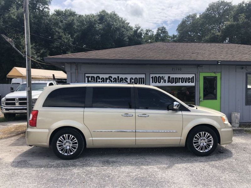 Chrysler TOWN & COUNTRY 2011 price $8,900 Cash