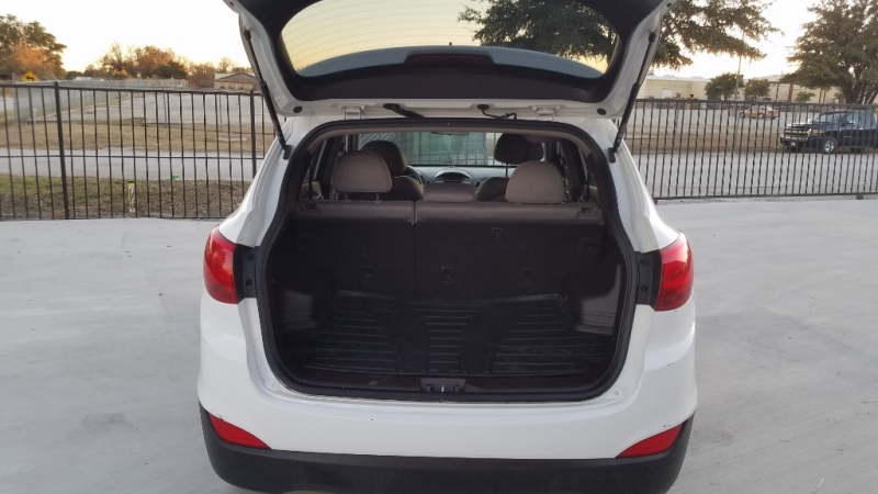 Hyundai Tucson 2014 price $8,900
