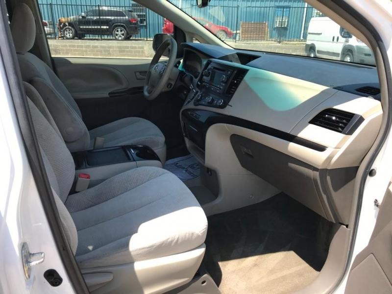 Toyota Sienna 2011 price $8,500