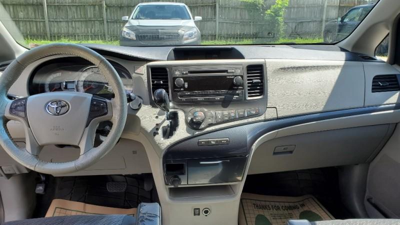 Toyota Sienna 2011 price $12,880