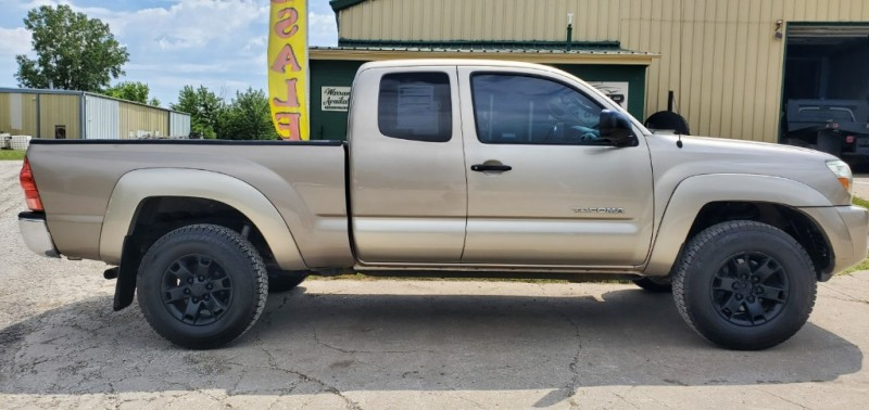 Toyota Tacoma 2005 price $9,690