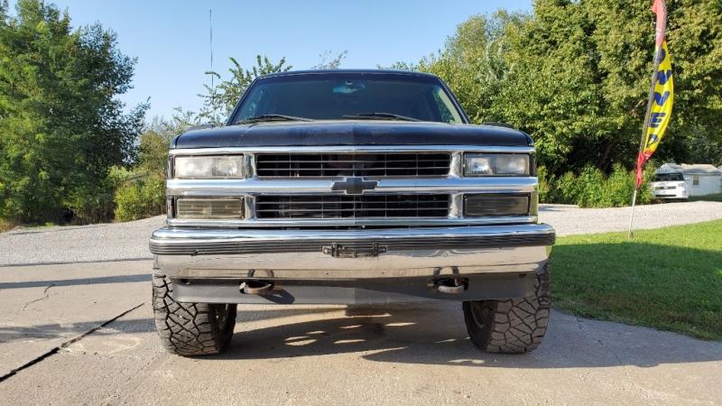 Chevrolet Suburban 1999 price $3,995