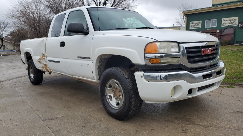 GMC Sierra 2500HD 2005 price $2,995