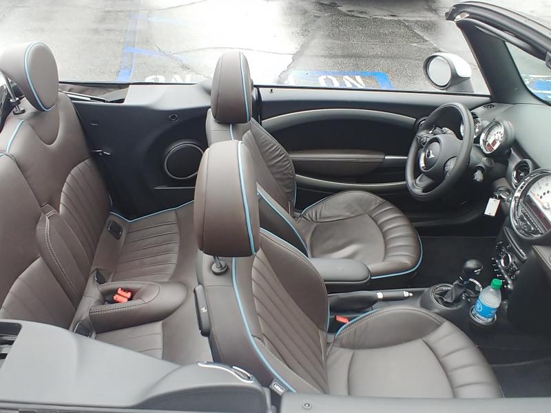 Mini Cooper Convertible 2013 price $13,900