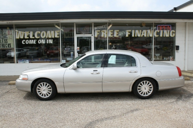 2004 Lincoln Town Car 4dr Sdn Signature Inventory H J Smith