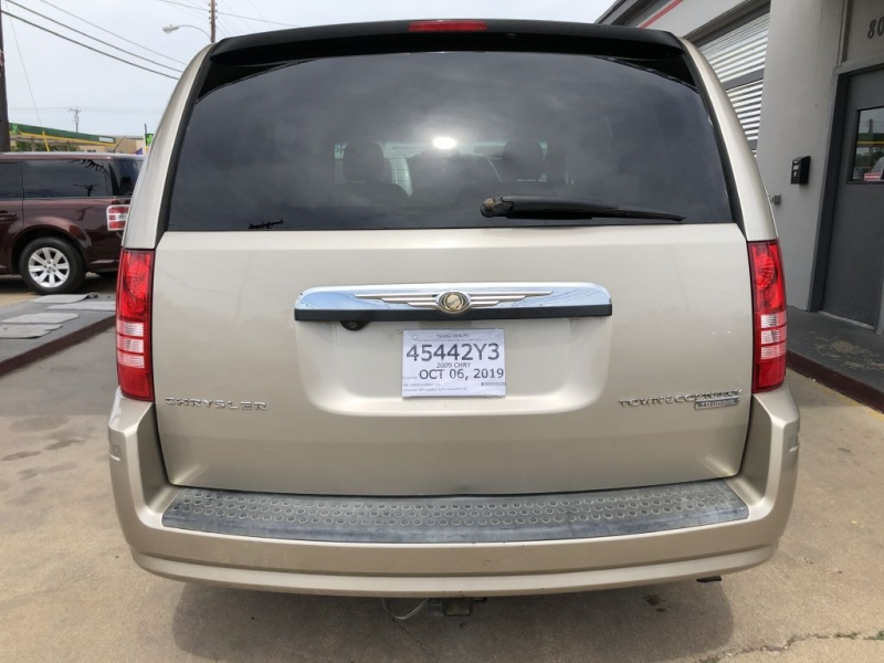 CHRYSLER TOWN & COUNTRY 2009 price $8,995
