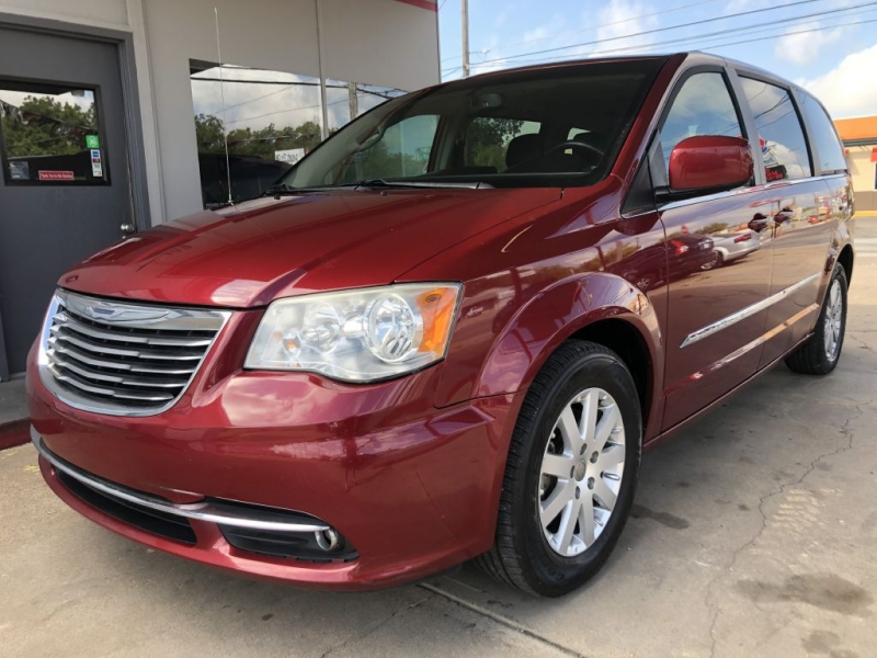 CHRYSLER TOWN & COUNTRY 2014 price $11,495