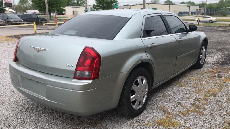 Chrysler 300 2006 price $3,000