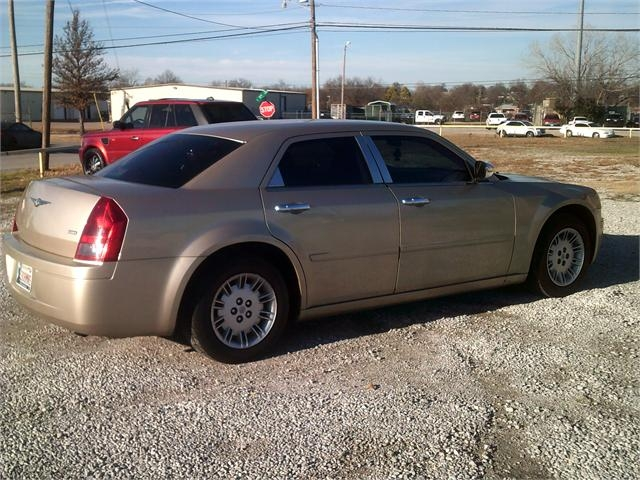 Chrysler 300 2006 price $5,000