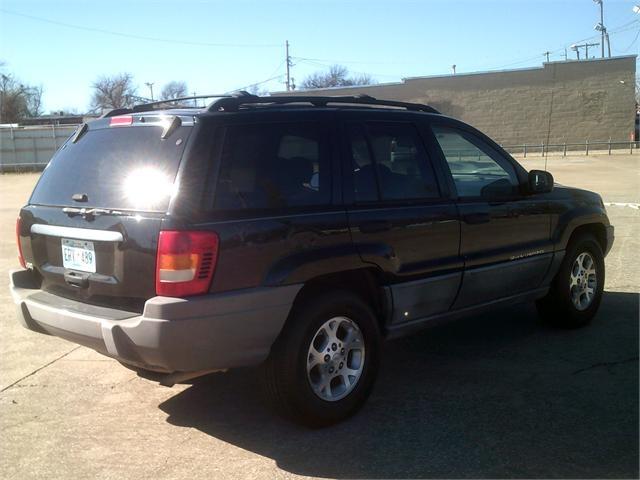 Jeep Grand Cherokee 2000 price $2,500