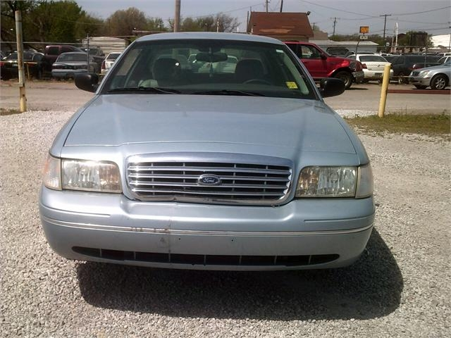 Ford Crown Victoria 2005 price $3,500