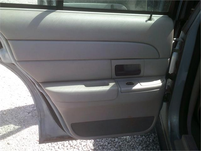 Ford Crown Victoria 2005 price $3,000
