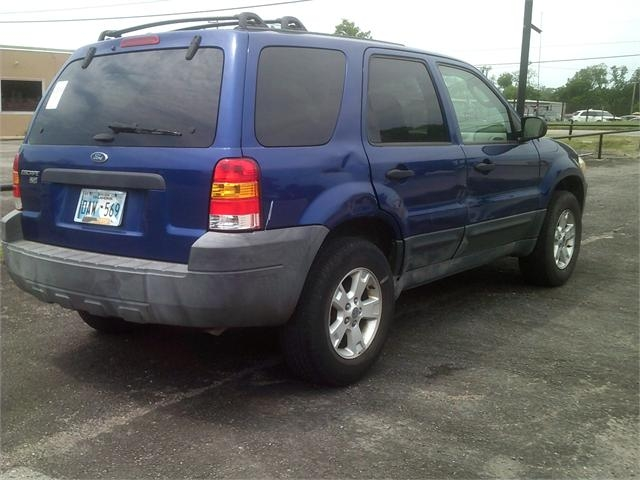 Ford Escape 2005 price $3,000