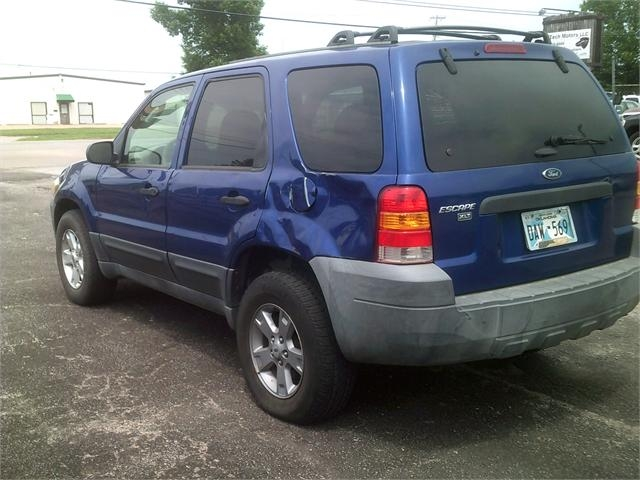 Ford Escape 2005 price $3,000
