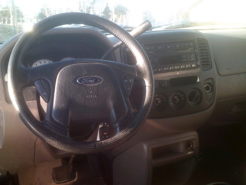 Ford Escape 2002 price $2,000