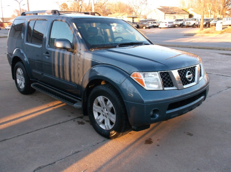Nissan Pathfinder 2005 price $4,500