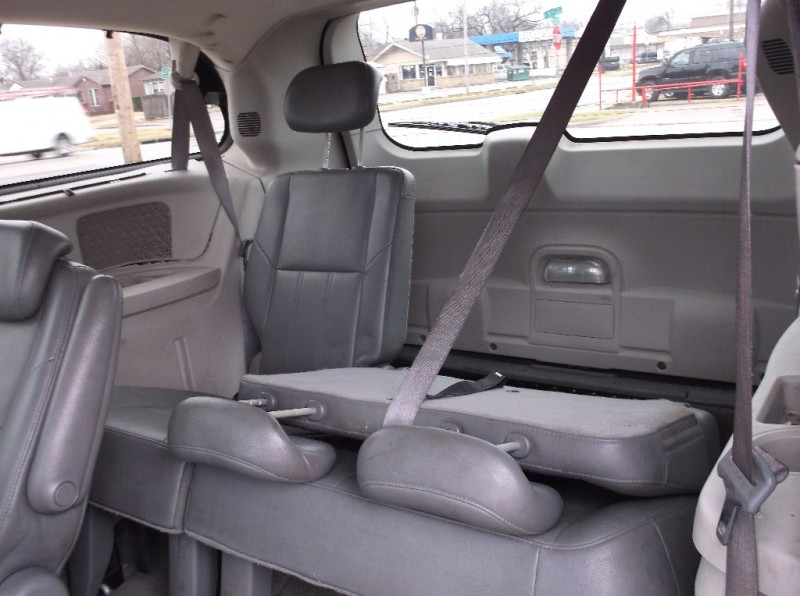 Chrysler Town & Country 2008 price $4,500