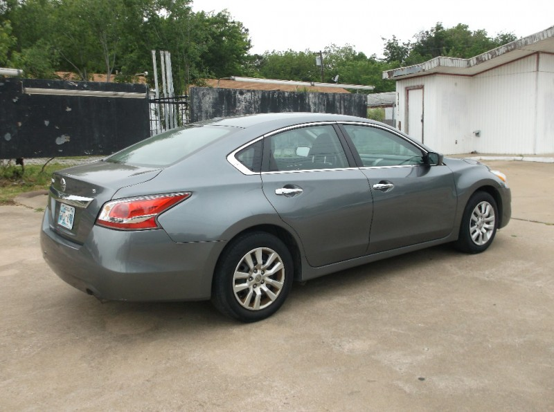 Nissan Altima 2015 price $8,500