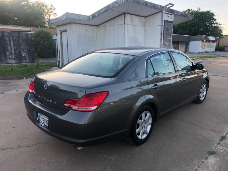 Toyota Avalon 2005 price $8,000