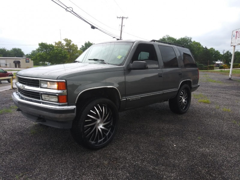 Chevrolet Tahoe 1999 price $2,500