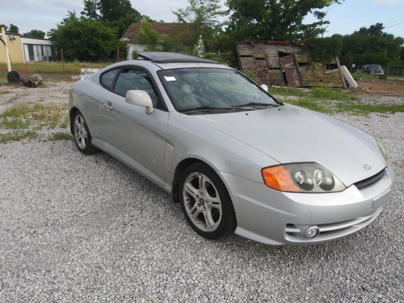 Hyundai Tiburon 2003 price $2,000