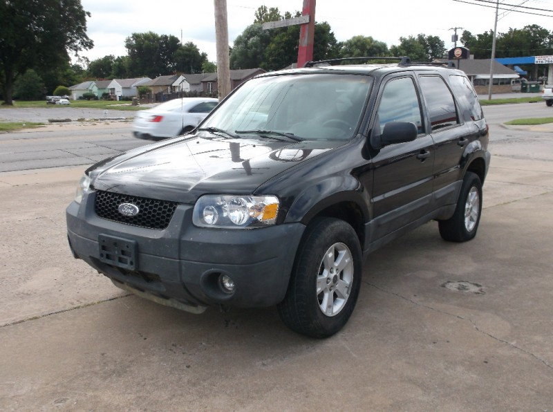 Ford Escape 2005 price $4,000