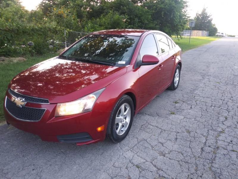 Chevrolet Cruze 2011 price $3,000