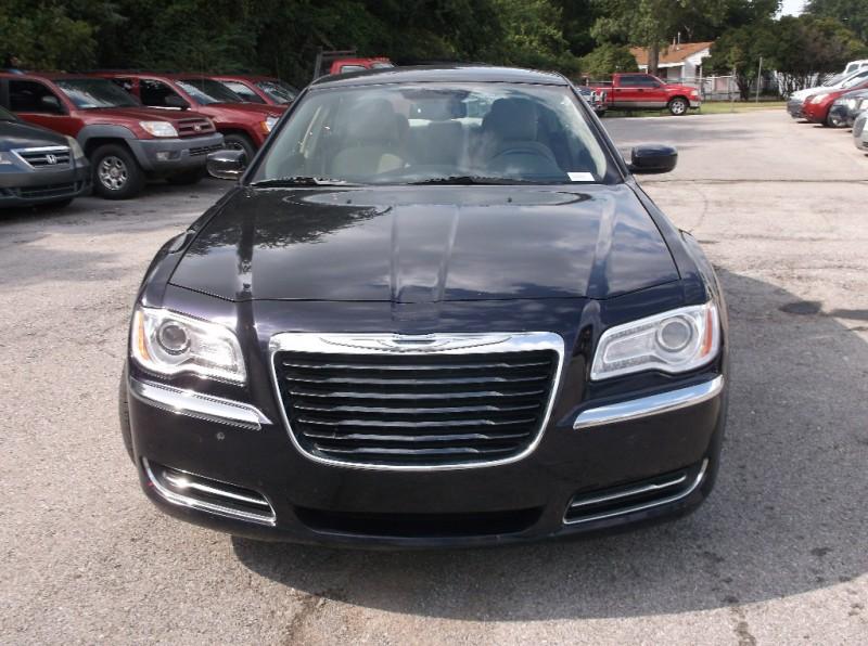 Chrysler 300 2012 price $6,500
