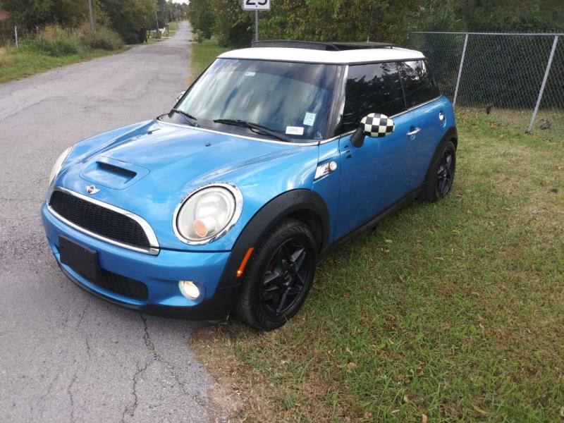 Mini Cooper Hardtop 2009 price $4,000