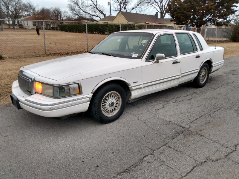 Lincoln Town Car 1994 price $1,500