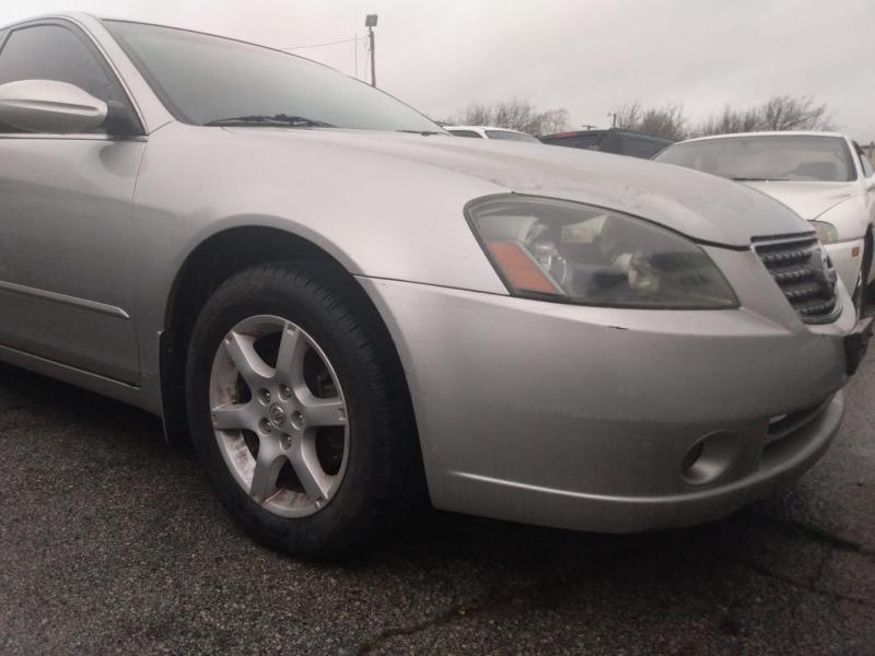 Nissan Altima 2005 price $2,500