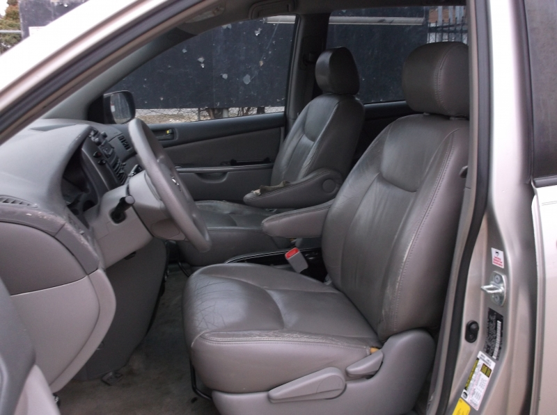 Toyota Sienna 2008 price $4,000