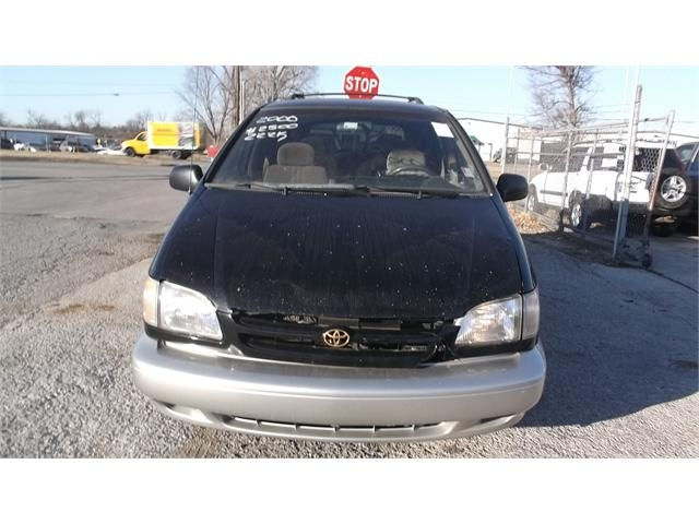 Toyota Sienna 2000 price $1,500