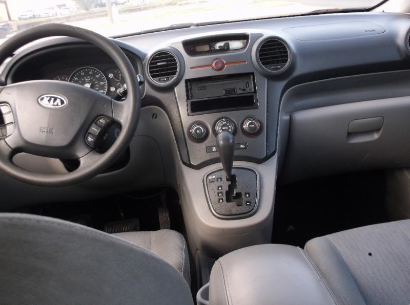 Kia Rondo 2008 price $2,000