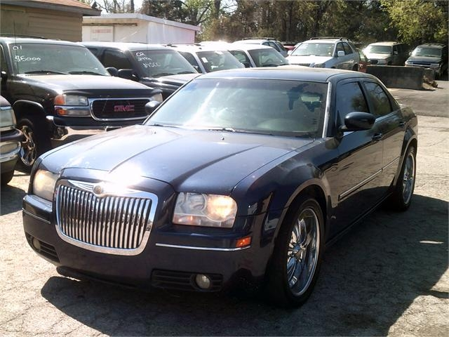 Chrysler 300 2006 price $4,000