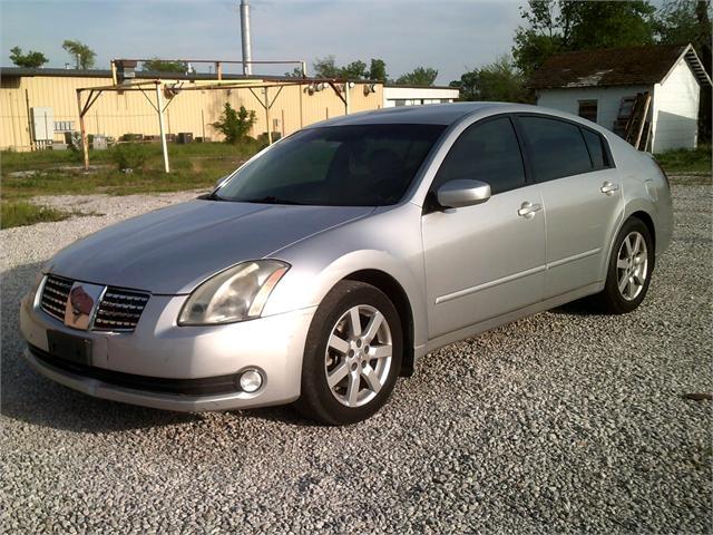 Nissan Maxima 2004 price $3,000