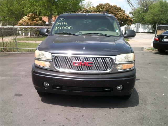 GMC Yukon 2003 price $2,500