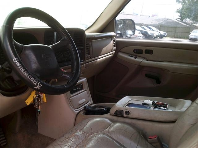 Chevrolet Suburban 2002 price $2,000