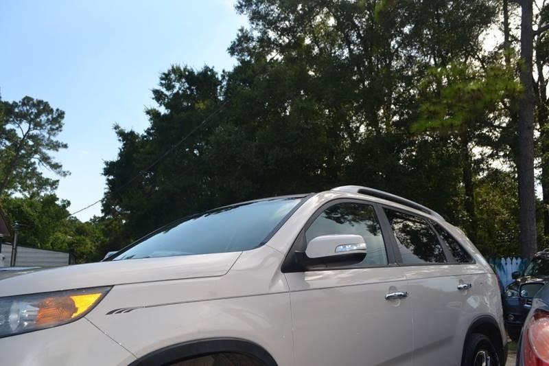 Kia Sorento 2011 price $6,850