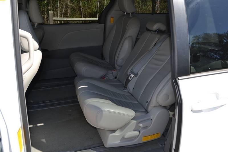 Toyota Sienna 2014 price $13,250