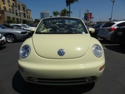 2005 Volkswagen New Beetle Convertible 2dr GLS Auto