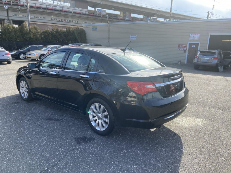 Chrysler 200-Series 2013 price $5,995