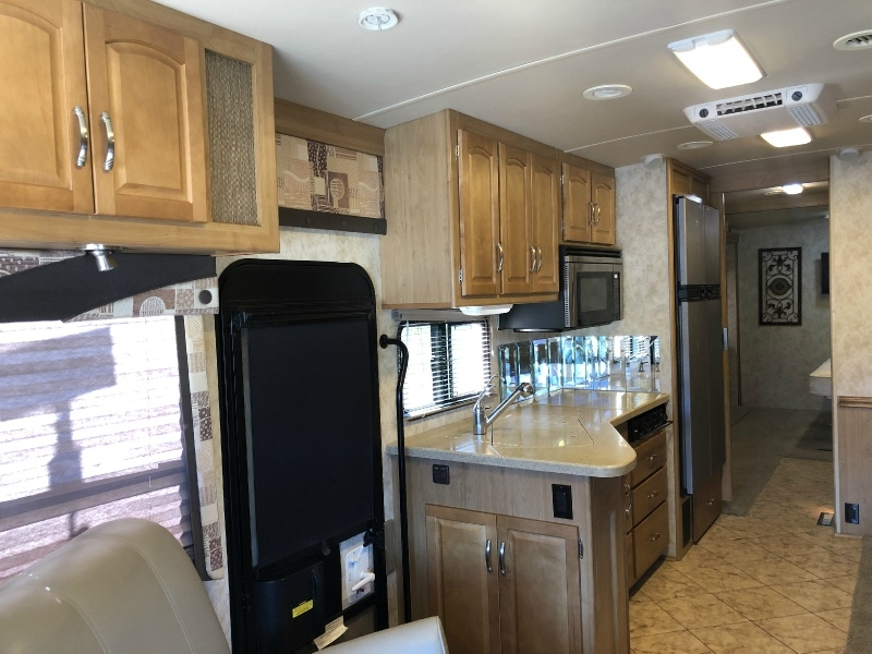 Winnebago ADVENTURER 2009 price $71,995