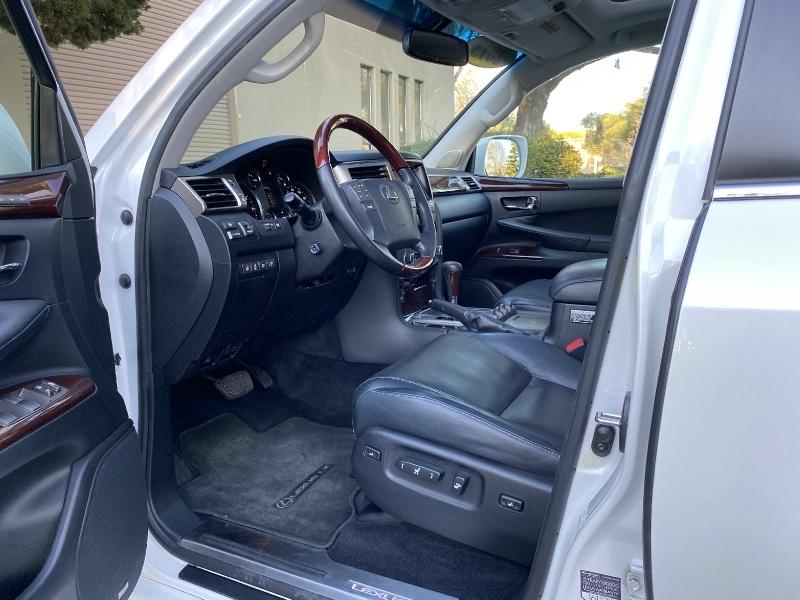 Lexus LX 570 2013 price $32,995