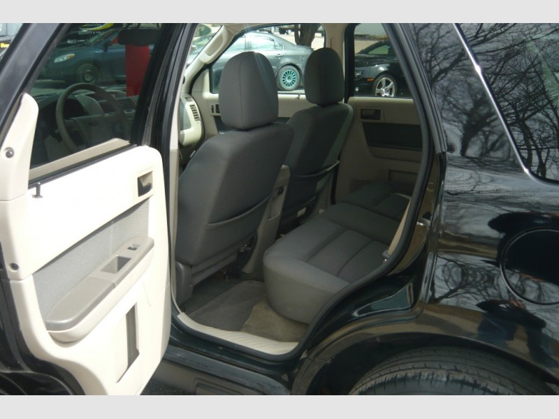 Ford Escape 2010 price $7,500