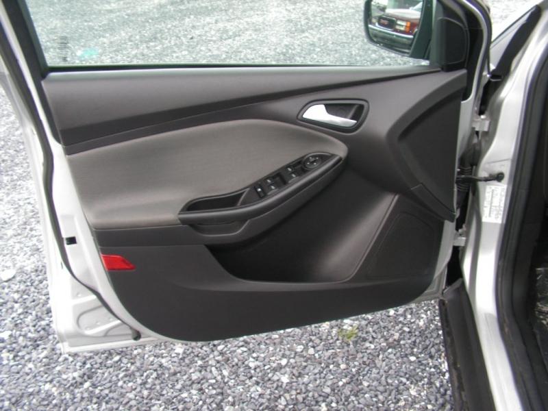 Ford Focus 2012 price $7,895