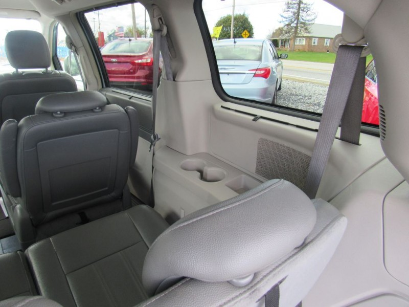 Chrysler Town & Country 2008 price $4,595